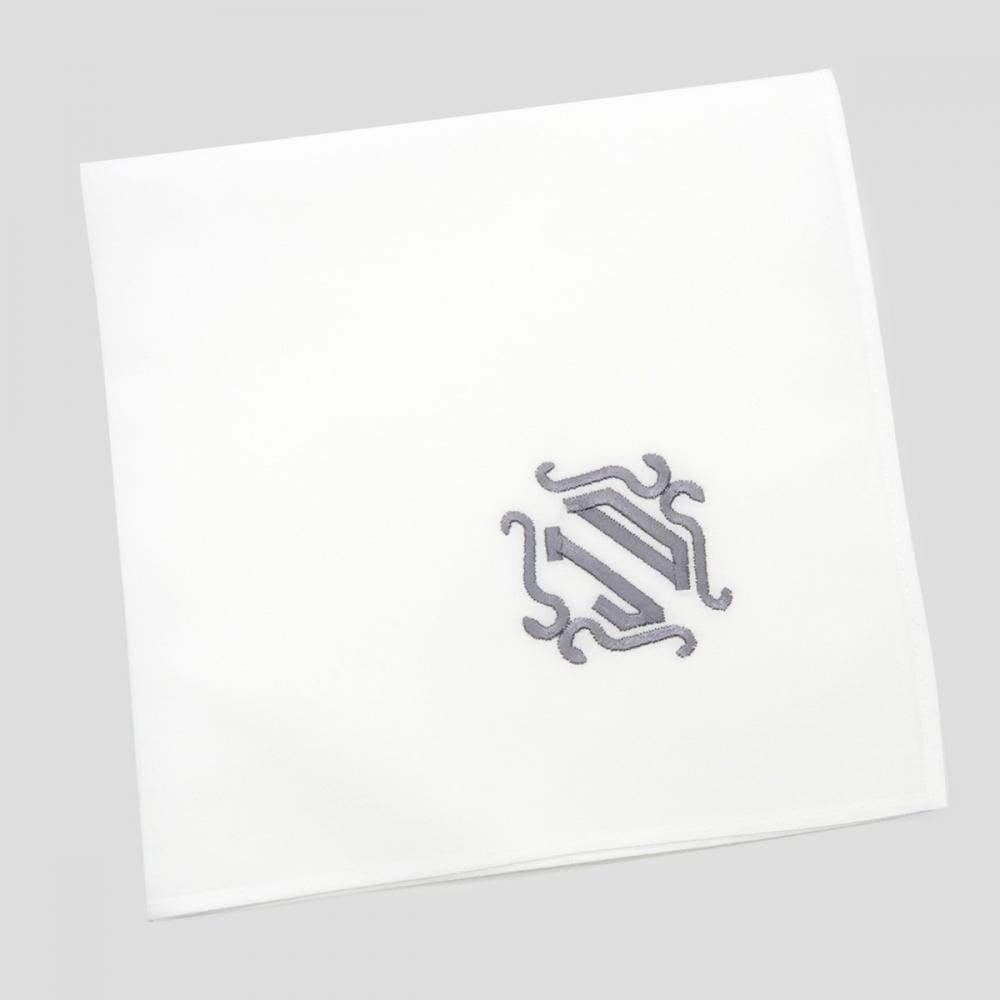 Un Mouchoir français bio personnalisé avec vos initiales brodées un Mouchoir bio, luxe et made in France, roulotté piqué à Paris