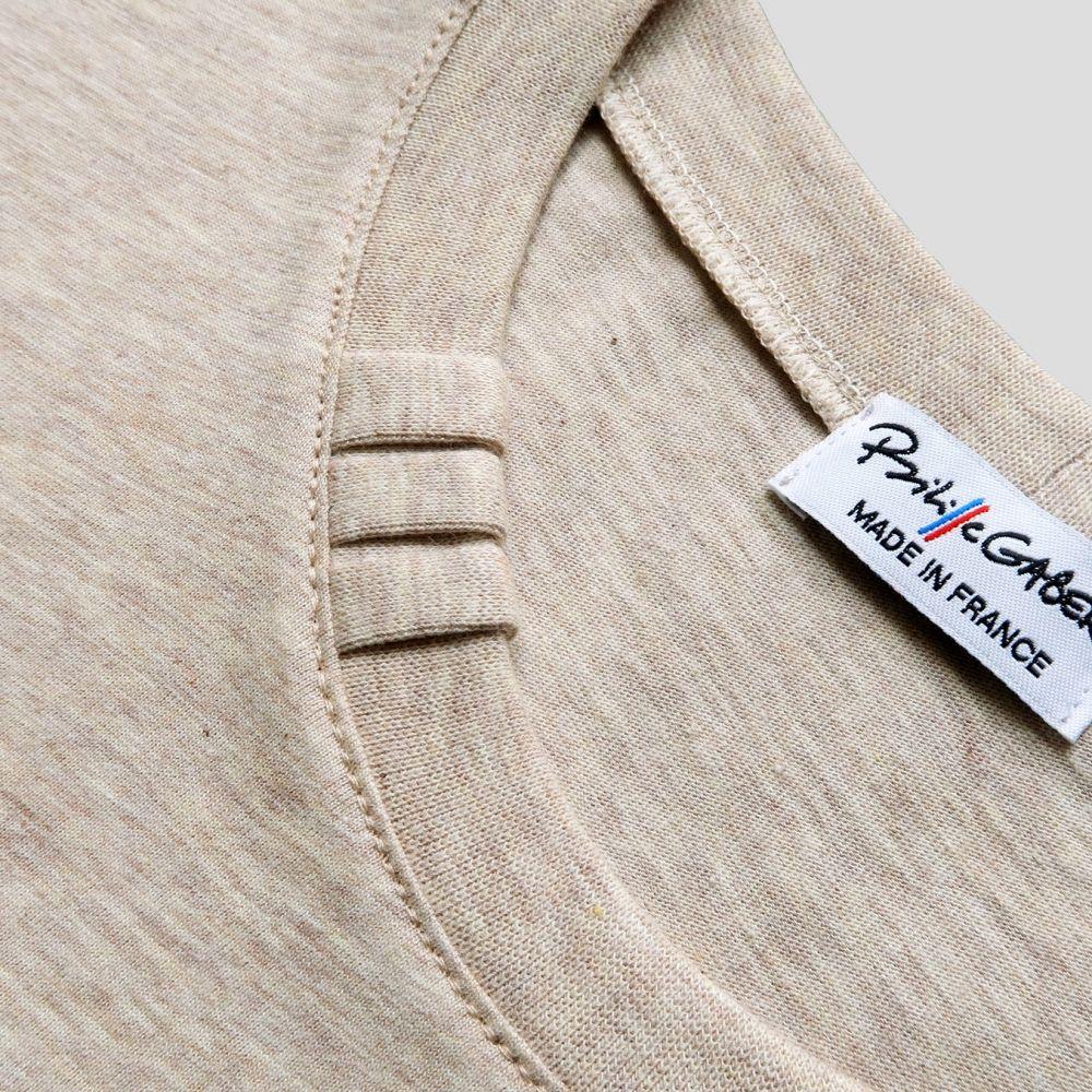 T-shirt Bio ET made in France avec signature exlusive 3 plis sur le col T-shirt éthique homme fabriqué à Paris par PhilippeGaber depuis 2009