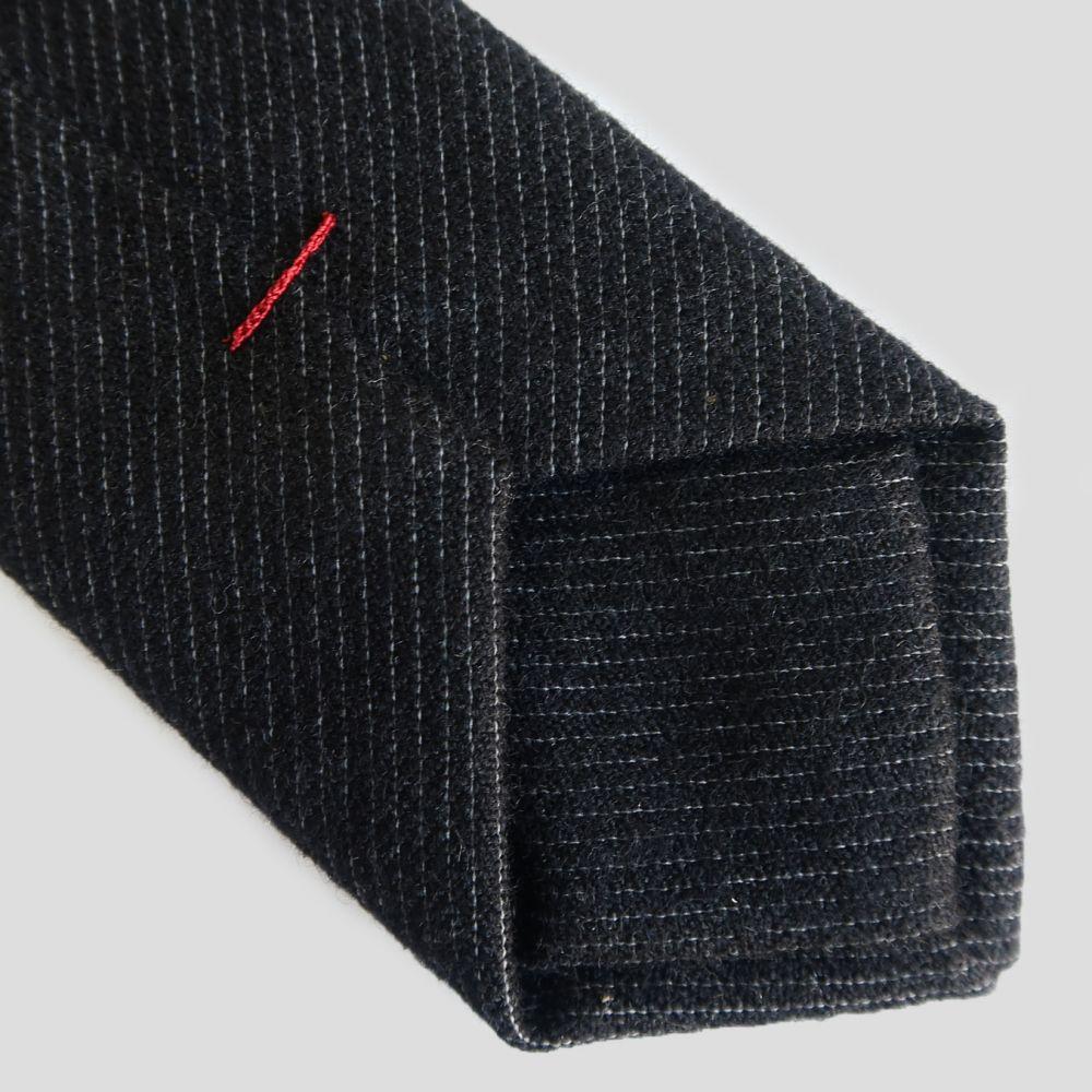 Cravate fait Main à Paris avec Fil de soie Au ver à Soie, Cravate made in France PhilippeGaber
