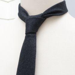 Signé Noblet stripes handmade necktie in Paris ©philippegaber