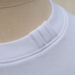 T-shirt blanc coton bio avec 3 plis sur le col fabriqué à Paris