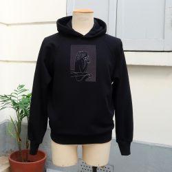 Sweat-shirt coton bio Le Stryge brodé en vibration de gris fabriqué et Brodé à Paris par PhilippeGaber