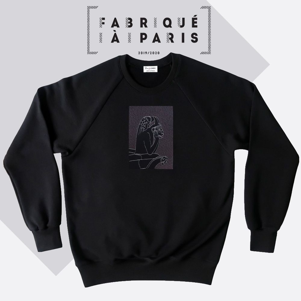 Sweat-shirt coton bio Le Stryge brodé en vibration de gris  de PhilippeGaber lauréat du label fabriqué à Paris 2019 2020 ©philippegaber