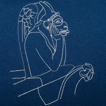 T-shirt noir Made in France en coton bio Le Stryge de Notre Dame brodé et fabriqué à Paris PhilippeGaber