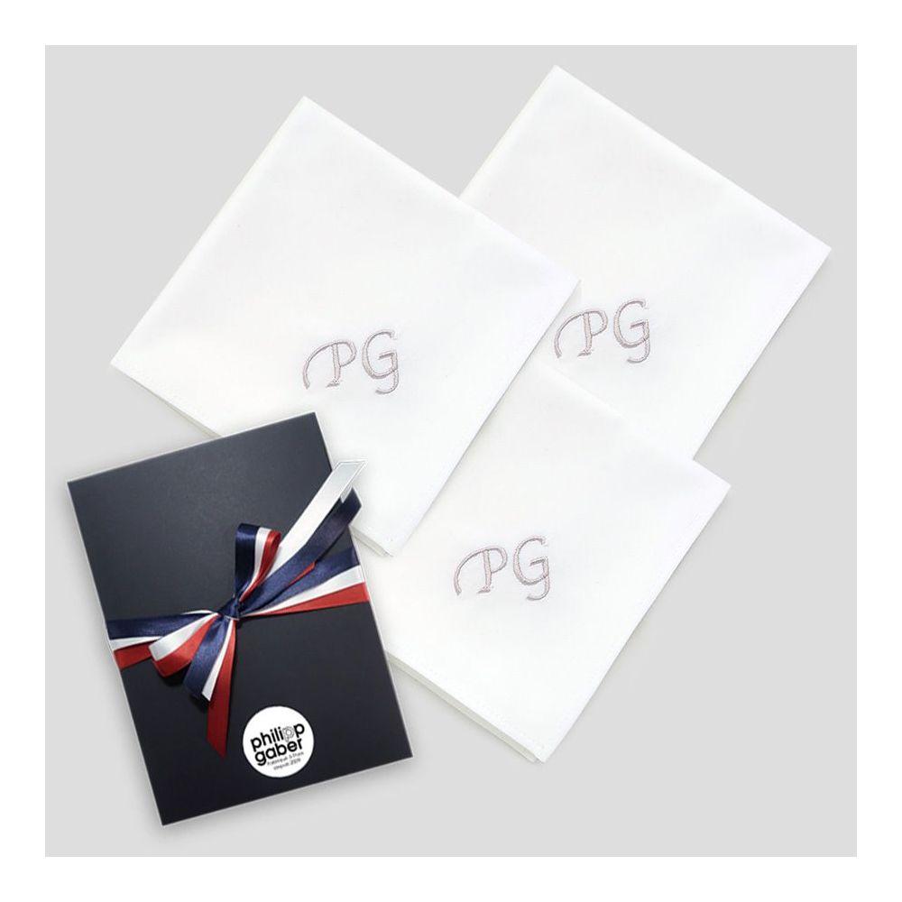 Mouchoir français coton biologique avec personnalisés avec vos initiales brodées Style Chancellerie par PhilippeGaber à Paris ©philippegaber