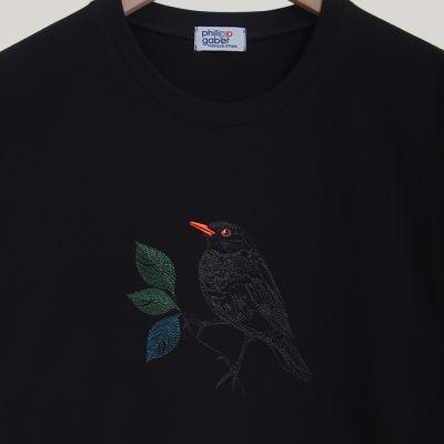 T-shirt français en coton biologique avec broderie  un merle dans la nuit parisienne fabriqué à Paris par PhilippeGaber
