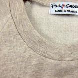 カンガルーポケット付きのオーガニックガール&ボーイスウェットシャツです。 フランス製の子供用の倫理的なセーター。