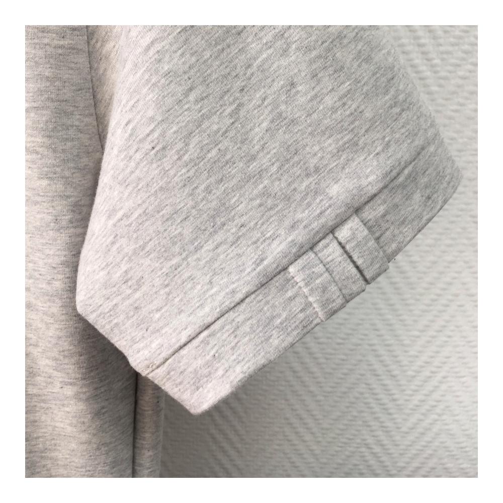 T-shirt bio gris clair homme et femme. T-shirt éthique et propre fabriqué à Paris dans un coton bio certifié GOTS