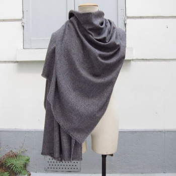 Echarpe luxe Brume Parisienne en laine coton et cachemire gris parisien, écharpe made in France  pour homme & femme par philippe