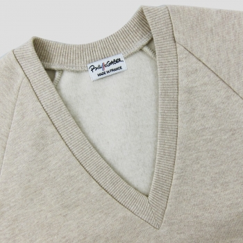 Organic V-neck sweatshirt for men and women made in Paris by PhilippeGaber. Order online your organic sweatshirt made in France.