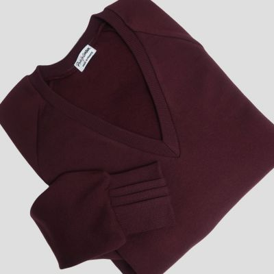 Organic V neck Sweatshirt 3 folds on the right wrist