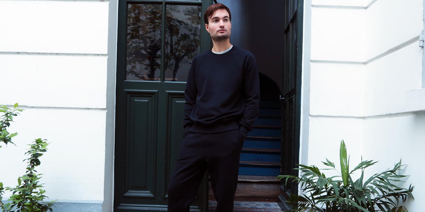 Sweatshirt bio et Made in France pour l'homme et la femme fabriqué dans un Coton bio noir certifié Gots et avec éthique à Paris par PhilippeGaber
